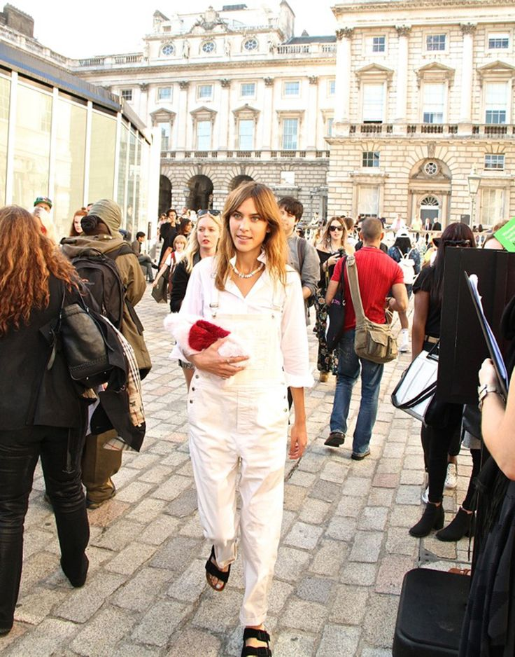 The Ugly Fashion Items That Became Cool, Yes We Included the Bum Bag #alexachung #overalls #dungarees #whiteoveralls #whitedungarees #birkenstocks #alexachungstyle #streetstyle #londonfashionweek