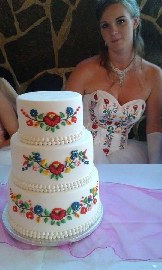 Wedding cake matches wedding dress !