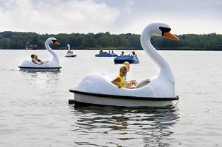 Waterfietsen - Speelland Beekse Bergen, volop speelplezier en waterpret!