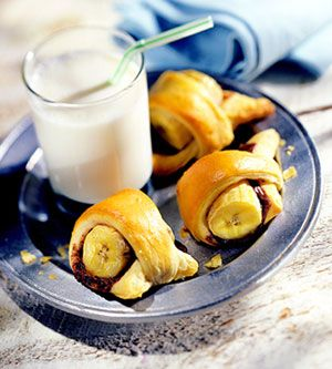 chocolate banana bites: Desserts Recipes, Low Cal Bananas, Tasti Recipes, Low Calories Desserts, Simple Fillings, Refrig Crescents, Bananas Bites, Crescents Rolls, Fast Desserts
