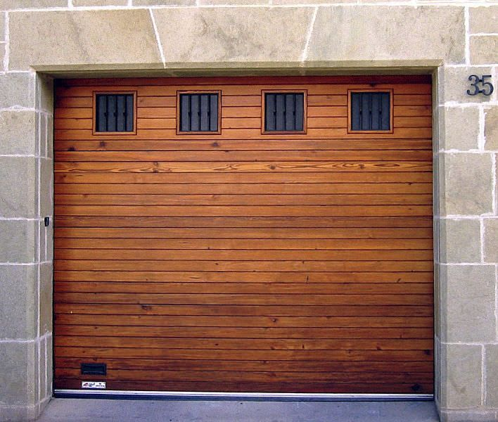 M s de 25 ideas incre bles sobre puertas de garaje de for Puertas de garaje de madera