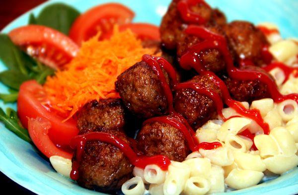 stuvade_makaroner_köttbullar_färs_köttfärs_recept_pasta_husmanskost