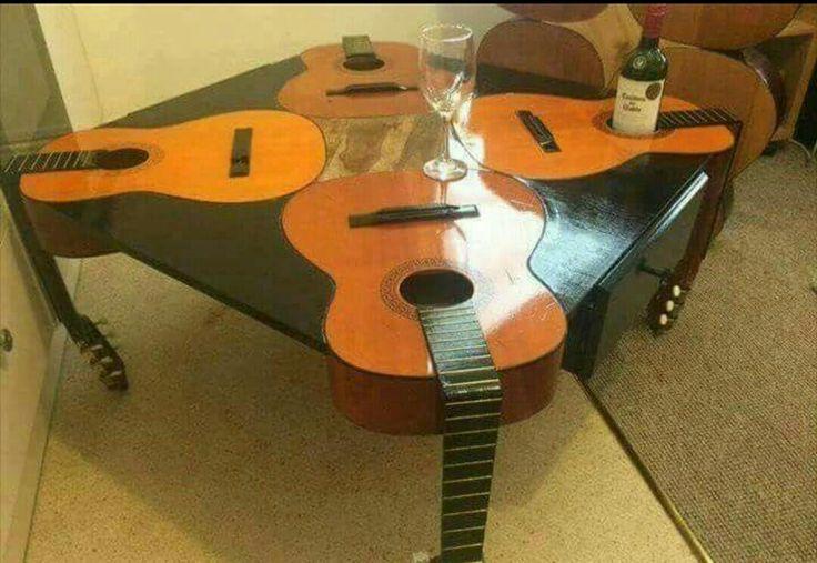 J'ai vu cette photo sur FB mais je ne connais pas l'origine. Elle est pas géniale cette table !!