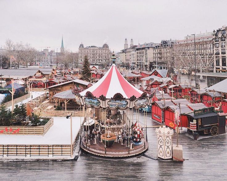 Friyay before Christmas 🌟 Tomorrow is the last day for our Christmas markets 😫 There is a certain charm we love, walking through our city smelling of glühwein! Enjoy these last days at the Christmas markets, we know we will! 🎄✨🍷 Glühwein anyone? . #zürilove #visitzurich #zürich #christmasmarket #culturetrip #ig_europa #prettylittlecity #schweiz #exploremore #liveauthentic #zhwelt #mylovelyswitzerland #zurich #visitswitzerland #beautifuldestinations #whpmyeveryday #stayandwander #in