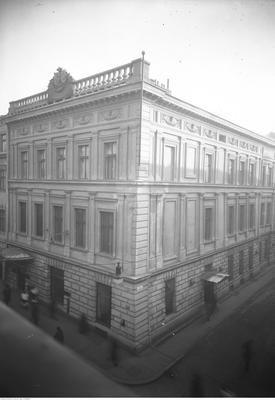 Opis obrazu: Grand Hotel-widok zewnętrzny. Data wydarzenia: 1927-12 Miejsce: Kraków