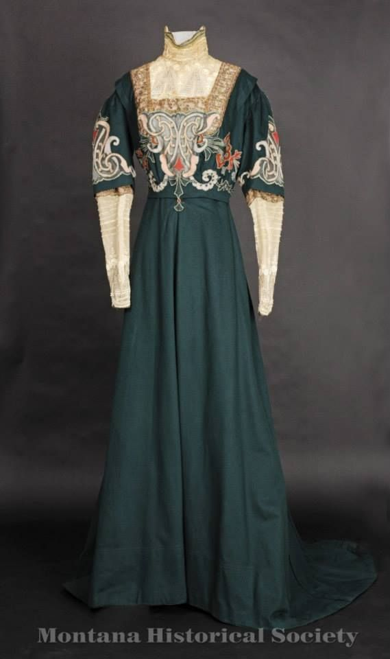edwardian-time-machine:  1905-1907 dress donated by Jean Baucus, Worn by Alberta Sieben (Mrs. Henry), the donor's grandmother.Source