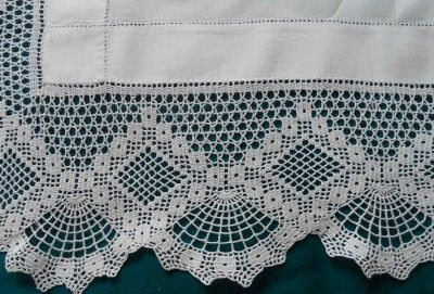 VINTAGE WHITE EMBROIDERY LINEN TABLE CLOTH HAND CROCHET FILET FAN LACE