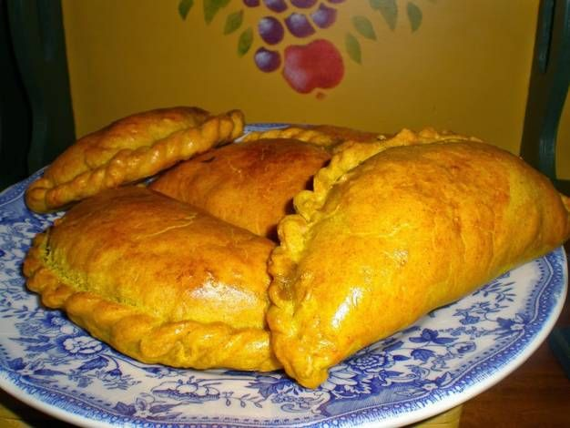 Empanadillas jamaicanas de calabaza (sunshine patties)
