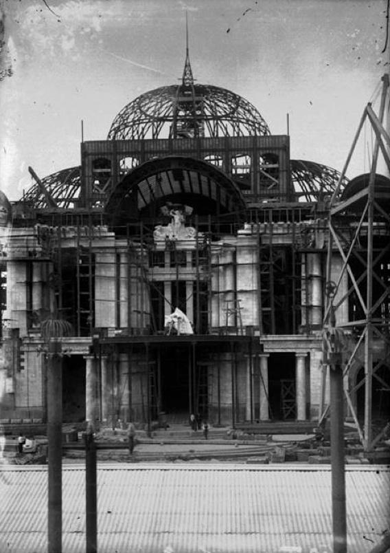 El Palacio de Bellas Artes se construyó entre 1901 y 1934. Debía sustituir al antiguo Teatro Nacional con el propósito de celebrar el centenario de la Independencia.