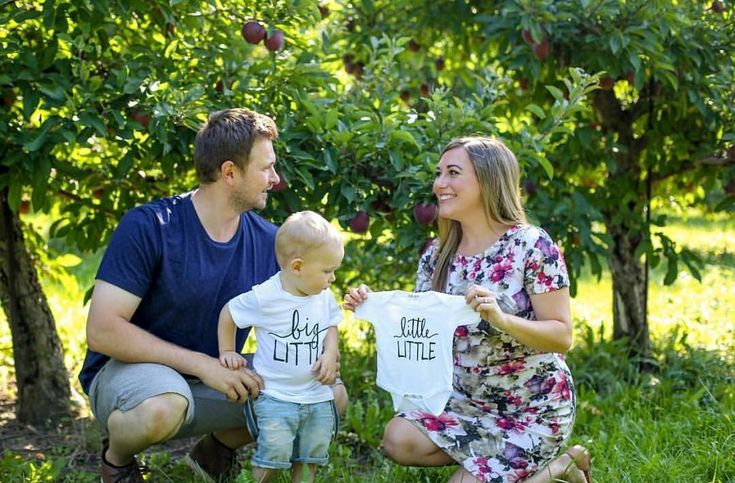 pregnancy announcement for whole family, photo shoot for new baby, #pregnancyannouncement, big brother tee shirt, little onesie for kids // #littlefacesapparel