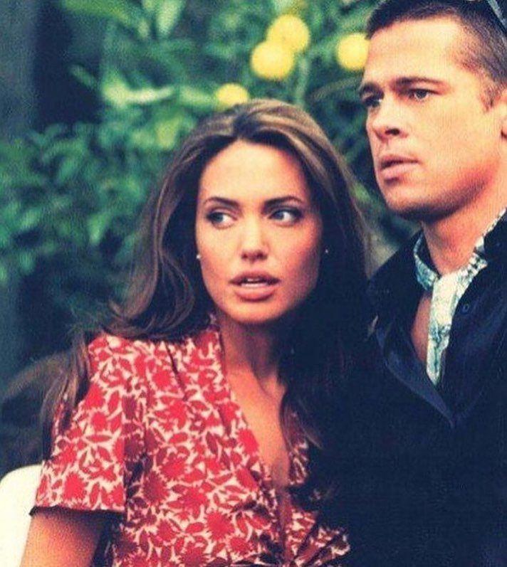 Анджелине Джоли и Брэду Питту прийдется остаться мужем и женой еще на один год #БрэдПитт #АнджелинаДжоли