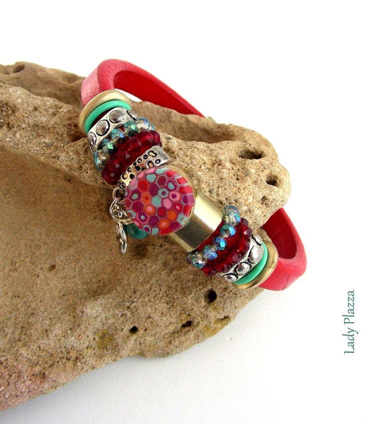 Bracelet Cuir rouge - Cabochon, breloque fleur, perles cristal, métal - sur mesure : Bracelet par ladyplazza