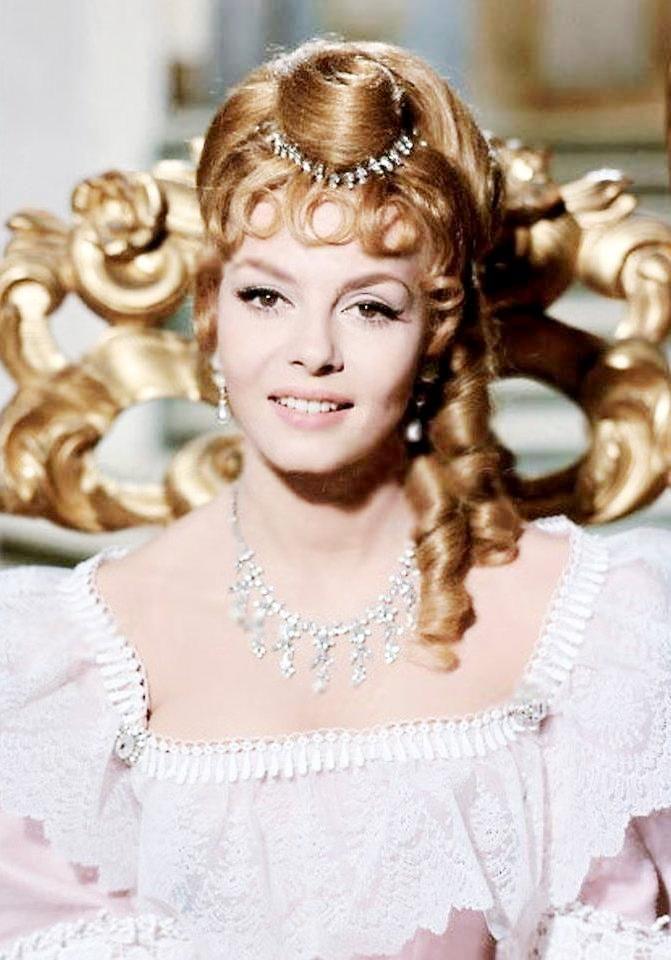 Michele Mercier as Angelique