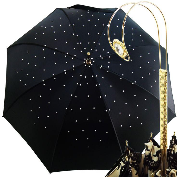 Przepiękna, ekskluzywna parasolka włoskiej marki IL MARCHESATO - subtelna i elegancka.  Wytworna rękojeść została dodatkowo ozdobiona kryształkami Swarovskiego. Baldachim zdobiony kryształkami. margoprezenty.pl