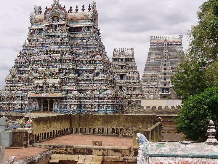 4 hours from Kodaikanal, Sri Ranganathaswamy Temple in Srirangam is a major pilgrimage destination for Hindus and the largest temple complex in India.  Photo courtesy: Wikimedia