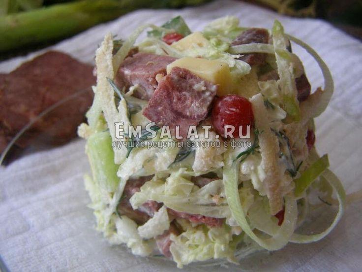 Салат с отварной говядиной и секретным ингредиентом - http://emsalat.ru/salad_veget/salat-s-otvarnoy-govyadinoy-i-sekretnyim-ingredientom.html
