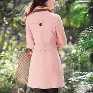 Compre agora Trench Coat Feminino Bege com frete grátis. Confira mais de 60 modelos em promoção na #camisariarg #casacofeminino #modafeminina #trenchcoatfeminino #sobretudofeminino #ootd #style #look #fashion #love #outfit Compre este trench coat e outros modelos na www.camisariarg.com