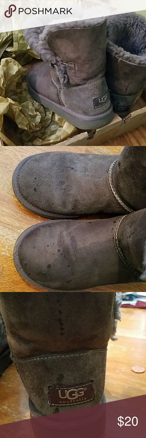 UGG BOOTS SIZE 3 GIRL UGG BOOTS! Need to be cleaned! Just don't want to mess with them! My daughter out grew them. We just need to get rid of them! 😉 UGG Shoes Boots