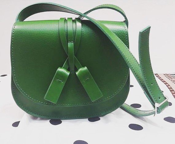 31 отметок «Нравится», 3 комментариев — Стильные Сумки Рюкзаки (@fashionbagua) в Instagram: «Сумочка из натуральной кожи в цвете зелёная трава 🌿 подойдёт под все, в вашем гардеробе, этим…»