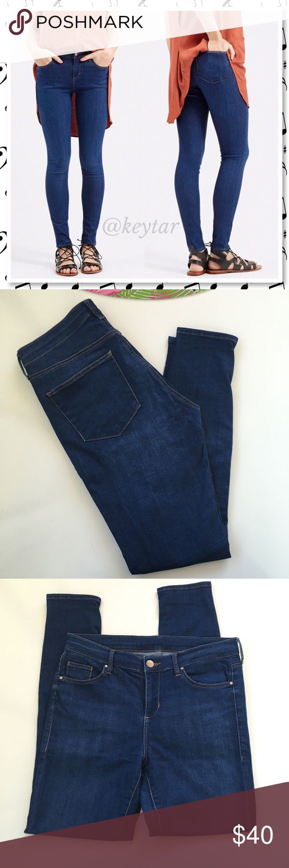 """Topshop MOTO Leigh Ankle Skinny Jeans Moto ankle skinny jeans from Topshop. A brilliant bright blue wash and body conscious silhouette define ankle grazing jeans highlighted with contrasting top stitching. Zip fly with button closure, 5 pocket style with a mid rise. Size 28 best fits a US size 27. Super comfortable stretch is almost like a second skin. You will not want to take these off! Questions? Ask!  ⚡️waist 14.5"""" (flat) 26"""" inseam (ankle) 9"""" rise ❌ trades ❌ lowballs 👍offer button…"""