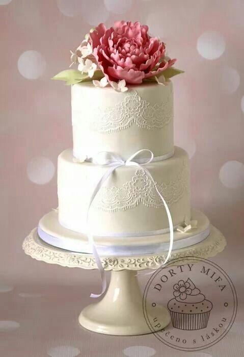 Romantic wedding cake by Mifa