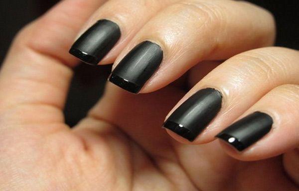 Uñas de porcelana decoradas, uñas decoradas de porcelana negra.   #coloresuñas #colornails #uñasvistosas