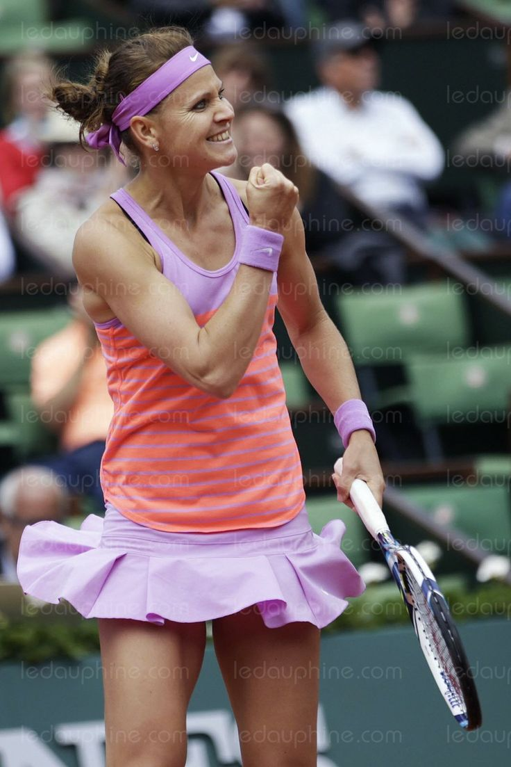 6/1/15 Lucie Safarova upsets Defending #RolandGarros Champion Maria Sharapova 7-6, 6-4 in the R16. With her win over #Sharapova, #Safarova guaranteed of a career high #Top10 #WTA ranking next week. #RG15