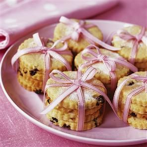 73 best easter recipes images on pinterest cook decorating easter biscuits wrap in a ribbon to make a lovely gift negle Images