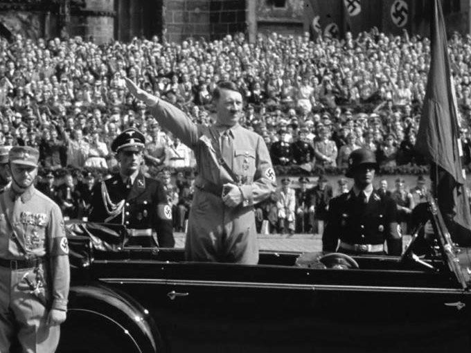 El 27 de enero de cada año se conmemoran a las víctimas del Holocausto, pero entre todos los sobrevivientes, algunos no tuvieron la oportunidad de compartir sus historias, por ejemplo, los alemanes de raza negra que fueron perseguidos por Adolfo Hitler y el gobierno nazi.Para cuando Hitler llegó al poder en 1933, existía una emergente comunidad de alemanes negros, resultado de la colonización de Alemania en África como Namibia y Mozambique.