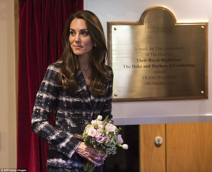 Kate unveiled a plaque to officially opened Francis House's new lodge facilities...