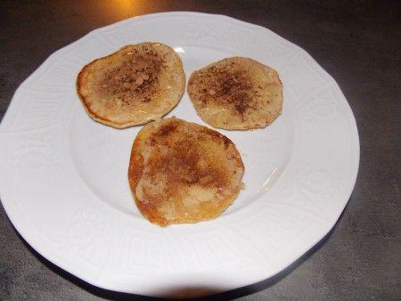 Celozrnné lívanečky s vločkami, sezamem a lískooříškovým máslem