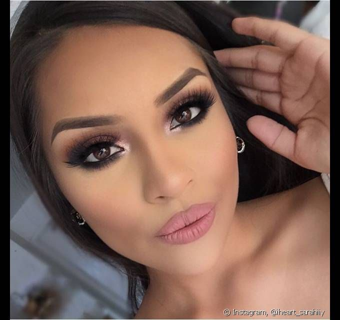 A maquiagem rosada é perfeita para as noivas mais românticas que farão o casamento de dia