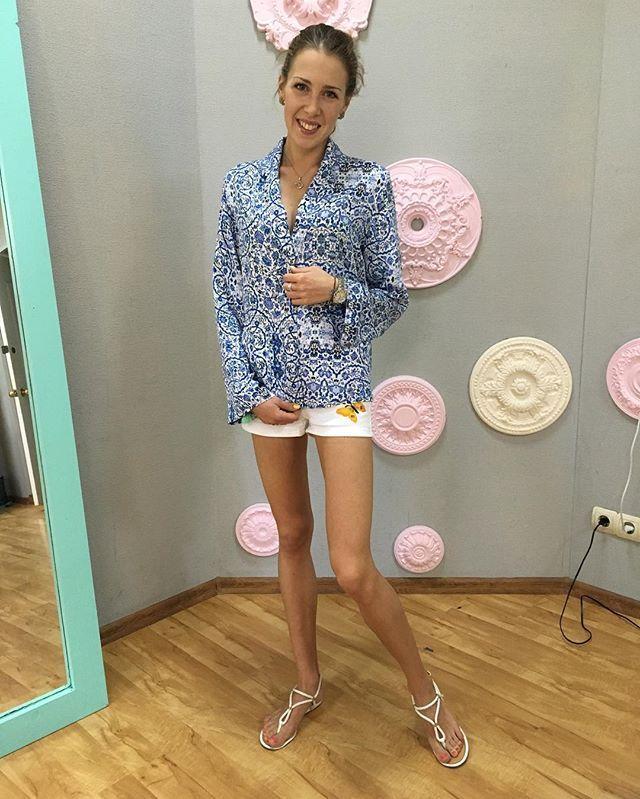 Если Вам👸🏻 надоели все эти платья,👗 юбки, 👖брюки... 🙇То самое ⏰время начать ✂️шить РУБАШКИ!!!👚 Что-что, а вот рубашки✂️наши девочки👒шьют уже превосходно!!!❤️👀 #vscoodessa #одесса #vsco #godress #кройкаишитье #рубашки #odessa