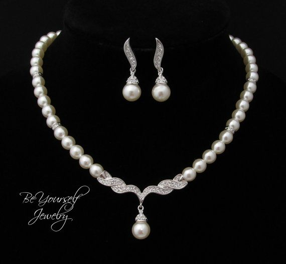 This beautiful pearl jewelry set was made with high quality simulated pearls in the off-white/ivory color. An elegant, feminine and very