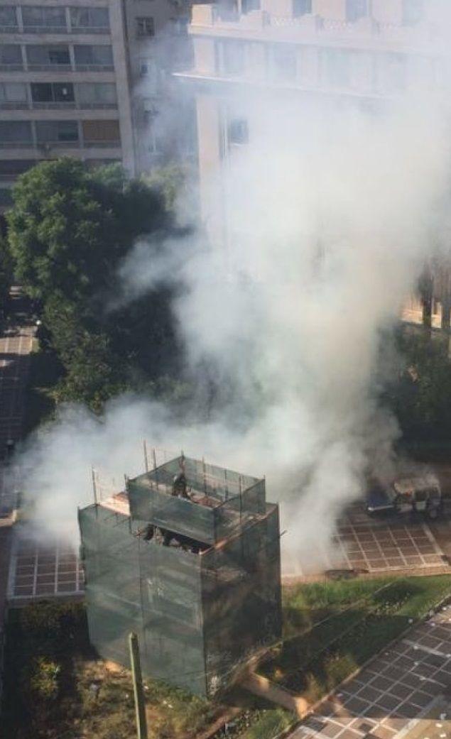 Gaz, granaty i płonące auta na ulicach Aten - http://kontakt24.tvn24.pl/sg/gaz-granaty-i-plonace-auta-na-ulicach-aten,185410.html