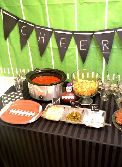 Make a super easy chili and set up a build your own chili pie tail gate party. Learn about heartburn and Nexium 24Hr. #Tailgreatness [ad] @walmart