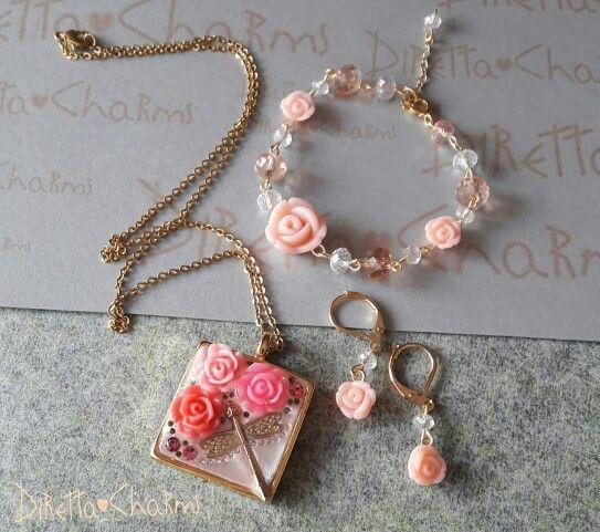 Set con dije en wglue, flor en resina y cristales. Pulsera y aretes en murano. Puedes pedirlo en el color que desees! $ 42.000 cop. Diretta ♡ Charms Accesorios que resaltan tus encantos. Info +57 3127080891 #DirettaCharmsAccesorios #DirettaAccesorios #rosa #rose #pink #flowers #wglue #handmade #bello #spring #primavera #floral #beautify #colours