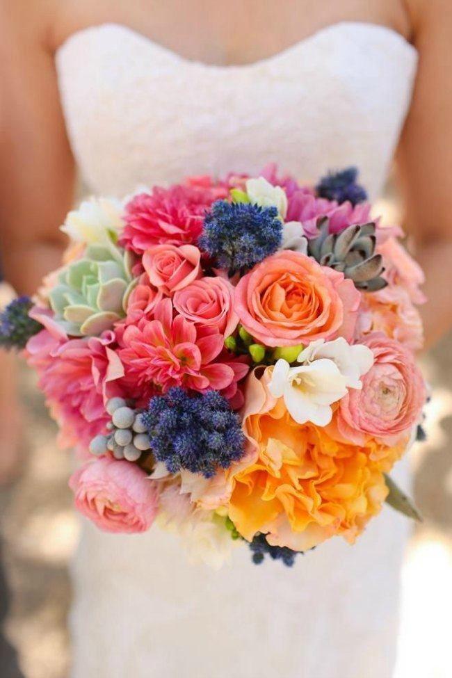 Bruidsboeket roze, paars, groen, oranje. Heel veel verschillend bloemen zoals oa pioenrozen
