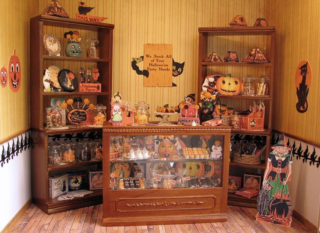 12th scale roombox - Halloween shop by goddess of chocolate, via Flickr