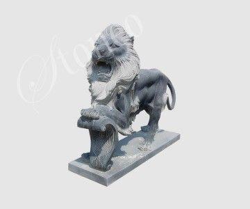 Stróżujący lew - rzeźba kamienna