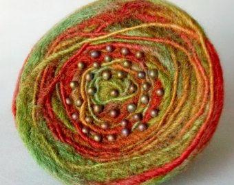 PIN lana afieltrada en verde azulado y por SmithDryGoodsShop