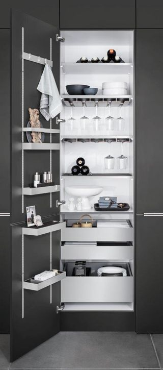 Kitchen Storage | Slim opbergen, slim design achter deuren, SieMatic MultiMatic - SieMatic - Livios