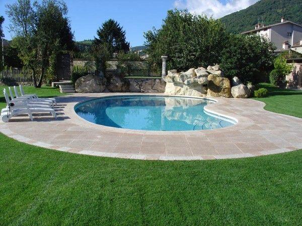 Oltre 25 fantastiche idee su piscine piccole su pinterest - Piscina in muratura ...