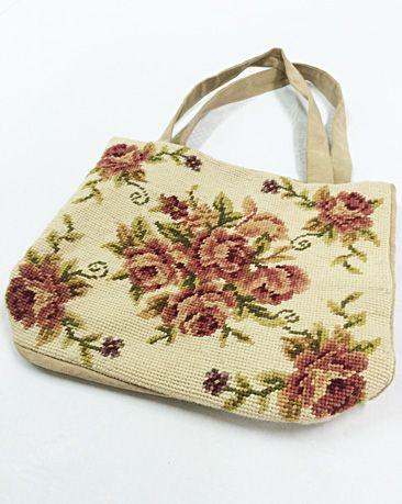Embroidered bag for sale on http://www.vanonzetafel.nl/webwinkel/geborduurde-tas-rozen