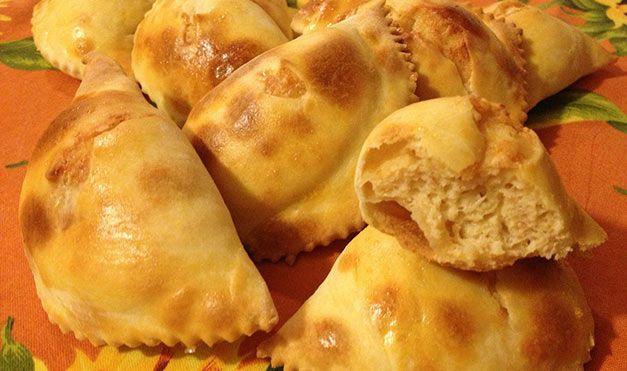 I fiadoni molisani sono una ricetta tipica del periodo di Pasqua. Panciuti e saporiti, è possibile realizzarli con pochi e semplici passi.