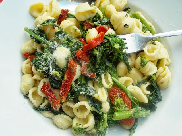 food and thrift: Orecchiette with Broccoli Rabe and Sun-Dried Tomatoes