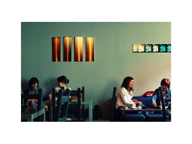 Pauza to miejsce starannie ukryte na pierwszym piętrze, wyśmienite miejsce do spędzania czasu wolnego. http://krakowforfun.com/uploads/media/activity/pauza/thumb_530_activity_big.jpg