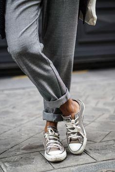 Pantalon droit roulotté / Converse kaki