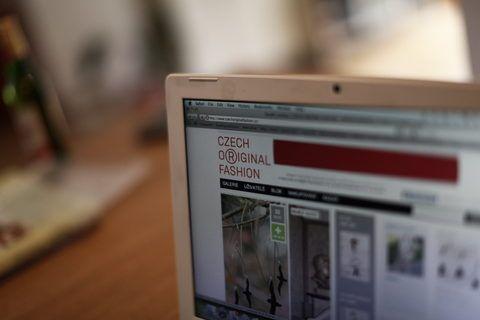 Web CzechOriginalFashion.cz mapuje originální odívání na všech úrovních, od profesionálních tvůrců po lidi, jejichž styl je tak originální, že by mohl inspirovat ostatní.