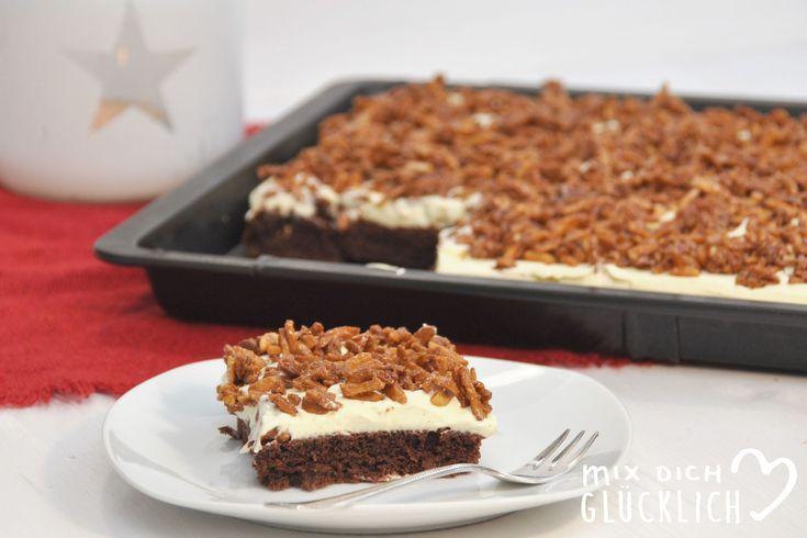 Weihnachten kann kommen! Ich bin bereit für gemütliche Stunden am Nachmittag am Kamin, dazu eine heiße Schokolade und diesen leckeren Zimt-Schoko-Vanille-Kuchen mit gebrannten Mandeln als Topping! Perfekt auch, wenn man für einen Adventsnachmittag noch nach einem Knaller-Kuchen sucht, der mal etwas anderes ist als die Standard-Kuchen - der einfach mal genau in die Jahreszeit passt. Hier kommt das Rezept: